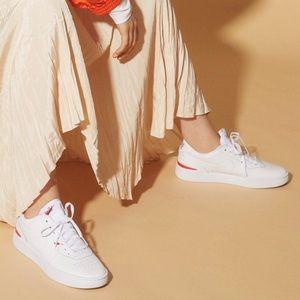NWT Nike court blanc white sneakers
